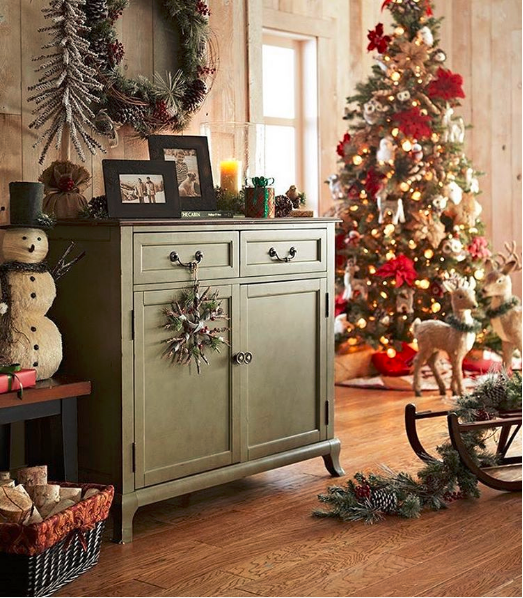 @christmas__lover__ - 10 Instagram Accounts to Follow if Rustic Glam is Your Jam | Angie Builds a House